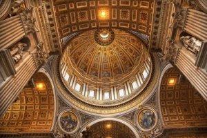 5156056-vatican-interieur-du-plafond-de-michel-ange-dome-looking-up-rome-italie