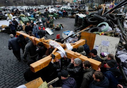 People carry large wooden crucifix during memorial in Kiev's Independence Square